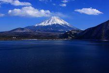 Free Mt. Fuji Over Lake Motosu Stock Photo - 6332240