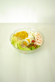Free Chefsalad With Shrimps Stock Image - 6334371