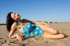 Free Relaxing On The Beach Royalty Free Stock Photo - 6335185
