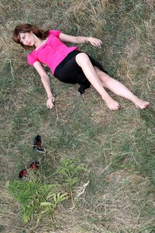 Free Girl In The Field Royalty Free Stock Photography - 6336337