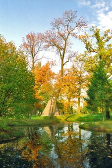 Free Colors And Reflections In Autumn Park Royalty Free Stock Photography - 6344407