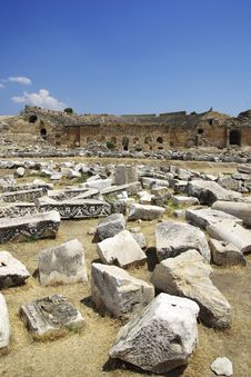 Free Ruins Of Hierapolis. Pamukkale, Turkey. Royalty Free Stock Photo - 6346305