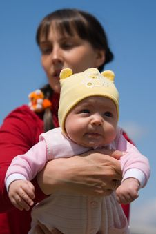 Free Baby With Mom Royalty Free Stock Photography - 6350067