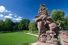 Lion And Schloss Philippsruhe Royalty Free Stock Photo