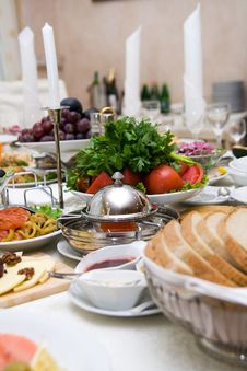 Free Table With Food Royalty Free Stock Images - 6351449