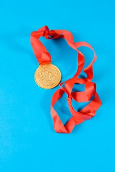 Free Gold Medal With Red Ribbon Stock Photos - 6352043