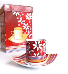 Free Tea Cups In Gift Packing Isolated Royalty Free Stock Images - 6357829