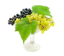 Free Cluster Green And Blue Grape Isolated On White Royalty Free Stock Image - 6359926