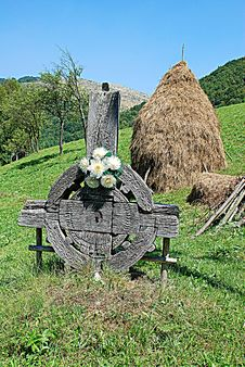 Free Bucolic Practice And Old Cross Royalty Free Stock Photo - 6365515