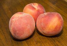 Free Peaches On Wood Royalty Free Stock Photos - 6369288