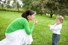 Free Mother And Daughter Royalty Free Stock Images - 6372849