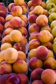 Fresh Peaches Royalty Free Stock Photos