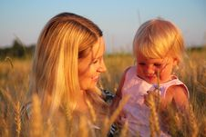 Free Mother With  Child Sit In Wheaten Field Royalty Free Stock Photos - 6374268
