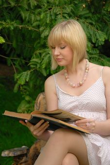 Free Cute Blond Reads Book In Garden Royalty Free Stock Images - 6374829