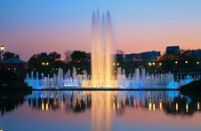 Free A Shined Fountain On A Sunset Stock Images - 6375324