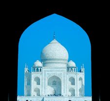 Free World Wonder Taj Mahal In Early Morning Royalty Free Stock Images - 6381229