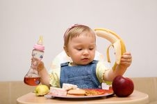 Free Eating Baby Girl Royalty Free Stock Photos - 6381868