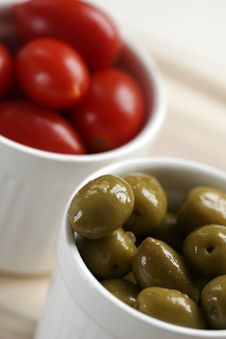 Free Olive And Tomato Royalty Free Stock Photos - 6382668