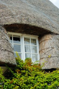 Free English House With Straw Roof Stock Photos - 6384353
