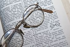 Free Dictionary/Spectacles/Glasses Royalty Free Stock Photography - 6384627