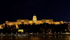 Free Budapest Castle At Night Royalty Free Stock Image - 6388336