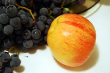 Apple And Grape Royalty Free Stock Photography