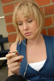 Free Pretty Blond Girl Listens To Music Royalty Free Stock Photos - 6394658