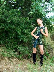 Free Beauty Teen Girl With Gun In Forest Royalty Free Stock Image - 6399686