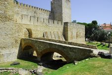 Free Bridge To Castel Royalty Free Stock Photography - 6401857