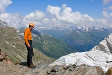 Free Tourist  Look To The Precipice Royalty Free Stock Photo - 6402505