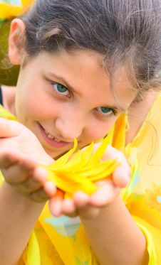 Free Beauty Teen Girl With Sunflower Petal Stock Photo - 6403350