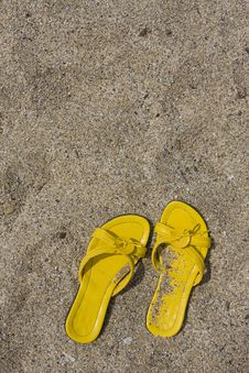 Free Yellow Flip-Flops Royalty Free Stock Photography - 6404597