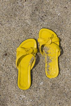 Free Yellow Flip-Flops Royalty Free Stock Photos - 6404598