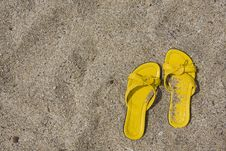 Free Yellow Flip-Flops Royalty Free Stock Photo - 6404645