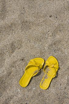 Free Yellow Flip-Flops Royalty Free Stock Photography - 6404727