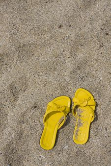 Free Yellow Flip-Flops Royalty Free Stock Photography - 6404737