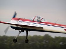 Free Aerobatics Plane Close-up Side-view Royalty Free Stock Photos - 6405448