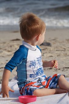 Free Toddler At The Beach Royalty Free Stock Images - 6406919