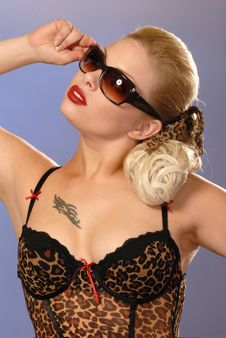 Free Fifties Style Pretty Girl In Sunglasses Royalty Free Stock Photo - 6407015