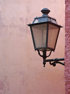 Free Street Lamp On Pink Wall Royalty Free Stock Images - 6415099