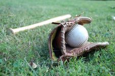 Free Baseball Bat With Glove Stock Photography - 6418492