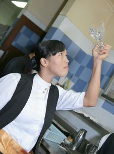 Free Waitress Polishing Glass Stock Photography - 6422112