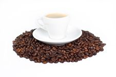 Free A Cup Of Coffee On Top Of Coffee Beans Royalty Free Stock Images - 6422699