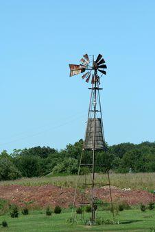 Free Old Windmill On A Farm Royalty Free Stock Photos - 6423128