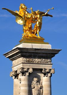 Free France; Paris; Bronze And Golden Leaf Statue Royalty Free Stock Photos - 6424398