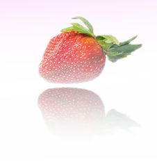 Free Groovy Reflected Strawberry Royalty Free Stock Images - 6431219