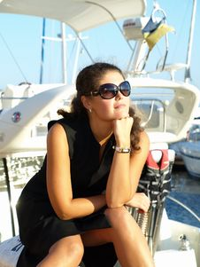 Free Woman In Sunglasses Royalty Free Stock Images - 6433679