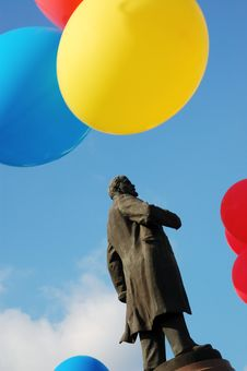 Free Statue Of Lenin Royalty Free Stock Photography - 6435557