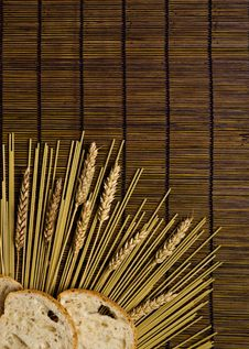 Free Bamboo Board With Spaghetti And Grain Stock Photography - 6438262