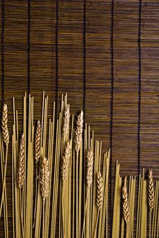Free Bamboo Board With Spaghetti And Grain Royalty Free Stock Image - 6438366
